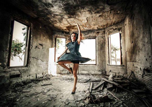 Dancer in ghost town photo workshop